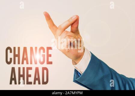 Texte de l'écriture de l'avant le changement. Photo conceptuelle pour remplacer avec ou échange d'une autre devenir isolés différents main pointant avec le doigt. Business Banque D'Images