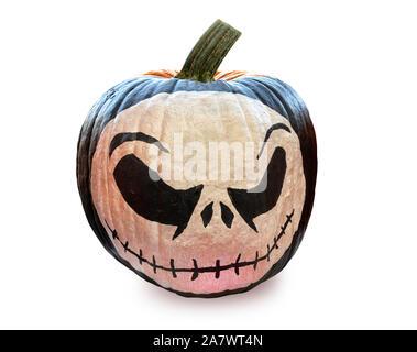 Halloween citrouille saison peint avec tête de visage, isolé et découper sur fond blanc avec chemin de détourage.