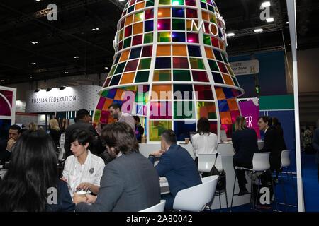 Londres, Royaume-Uni. 5ème Nov, 2019. Le marché international du voyage de Londres à Excel il introduit des acheteurs de voyages mondial à plus de 5 000 des plus grandes marques et des destinations dans le monde. Il vise à donner à l'industrie touristique mondiale un aperçu de la façon dont l'industrie sera dans les cinq prochaines années, faire connaître les innovations et créer des occasions d'affaires au cours de trois jours. Credit: Keith Larby/Alamy Live News Banque D'Images