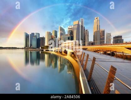 Quartier des affaires de Singapour Marina Bay - arc-en-ciel