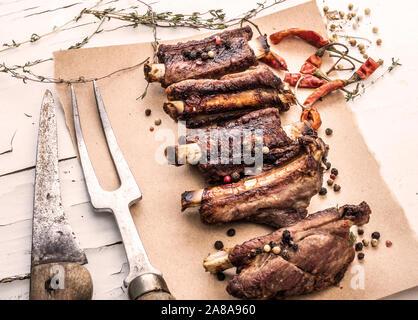 Côtes levées de porc aux épices, close-up Banque D'Images