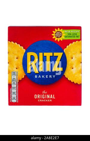 Fort de Ritz bakery le cracker Original, savoureux biscuits craquelins avec 70% de graisses saturées en moins isolé sur fond blanc Banque D'Images