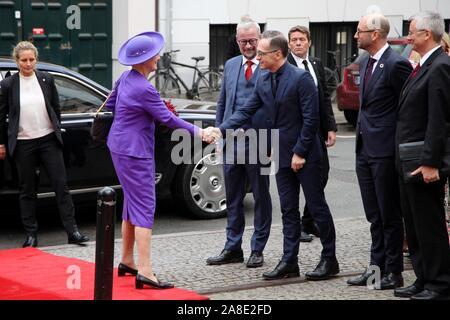 Kopenhagen, Allemagne. 05Th Nov, 2019. La Reine Margrethe II du Danemark se serrer la main avec le ministre des Affaires étrangères allemand Heiko Maas (SPD) à l'arrivée en face de la Danish National Museum. Le monarque a ouvert solennellement une importante exposition sur l'Allemagne, qui peut être vu à Copenhague jusqu'au 1er mars 2020. Credit: Steffen Trumpf/dpa/Alamy Live News