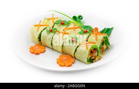 Œuf farci aux légumes et au porc vietnamien mélange goodtasty alimentaire style Thaï décorer avec les carottes et oignons de printemps sculpté sid chili Banque D'Images
