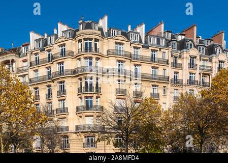 Paris, beaux bâtiments Haussmann dans un quartier chic de la capitale, panorama