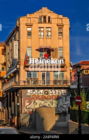 Bar Heineken dans la vieille ville de Plovdiv. La Bulgarie; Banque D'Images