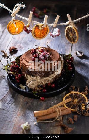Gâteau au chocolat de Noël et doux des aliments à faible teneur en matières grasses d'orange séchée .