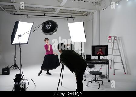 Séance photo modèle en studio Banque D'Images