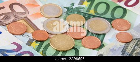 Billets et pièces Banque D'Images