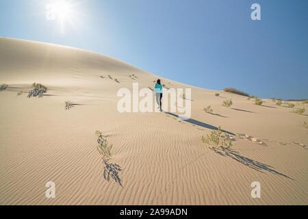 Hiling en désert. Eureka Dunes, Death Valley National Park, Californie