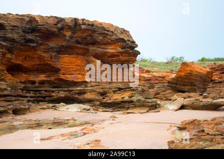Ancient Gantheaume Point, un grès rouge pointe qui s'avance dans l'Océan Indien à partir de la belle Cable Beach, Broome, au nord ouest de l'Australie . Banque D'Images