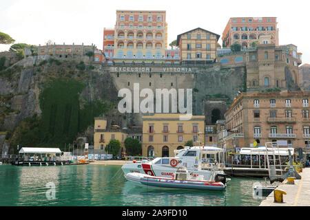 SORRENTO, ITALIE - 18 septembre 2019: belle vue sur le port de Sorrente, Naples, Italie. Banque D'Images