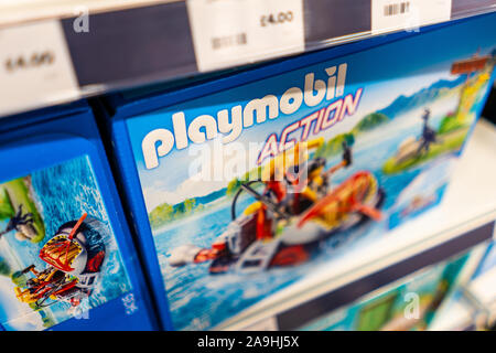 Playmobil action figures en vente à l'artiste du magasin de jouets à l'Intu centre commercial potteries dans Hanley, Stoke on Trent Banque D'Images