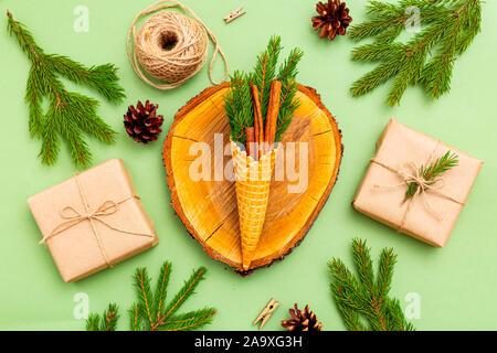 Bio de Noël décor sur fond vert. Zéro déchets de Noël