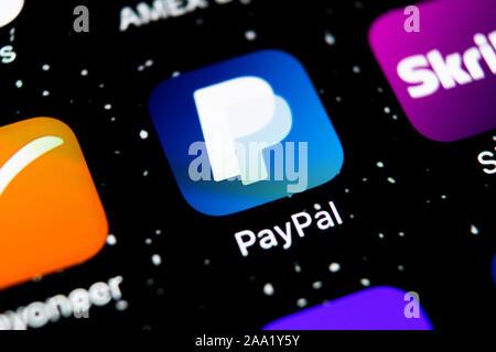 Kaliningrad, Russie, le 3 février 2019: l'icône de l'application PayPal sur Apple iPhone X de l'écran du smartphone close-up. Icône de l'application de PayPal. En ligne PayPal est un Banque D'Images