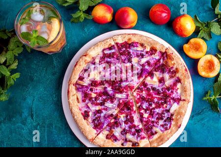 Sweet Fruit pizza avec limonade nectarine Banque D'Images