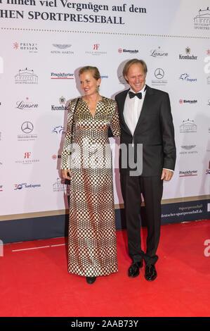 Gerhard Delling et sa petite amie Vicky Hinrichs pendant l'Sport Médias Ball (38e Sportpresseball) à l'Alte Oper, le 9 novembre 2019 dans Frank Banque D'Images