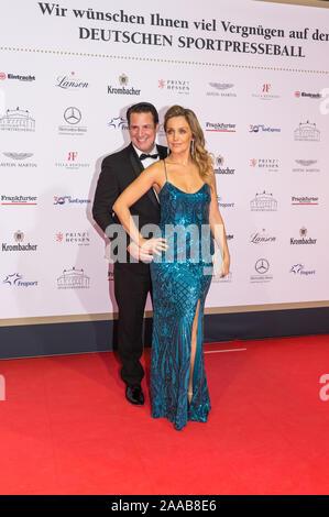 FRANKFURT AM MAIN, ALLEMAGNE - 09 novembre: Klaus Gronewald et sa femme Sandra Maria Gronewald pendant l'Sport Médias Ball (38e Sportpressebal Banque D'Images
