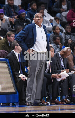 Nov 20, 2019 High Point : l'entraîneur-chef des Panthers Tubby Smith lors d'un match de saison régulière où le point haut des Panthères ont visité le Saint Louis Billikens. Tenue à Chaifetz Arena à Saint Louis, MO Richard Ulreich/CSM Banque D'Images
