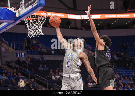 Nov 20, 2019 : Saint Louis Billikens guard Jordan Goodwin (0) est passé de la défense des Panthers de High Point en avant Eric Coleman Jr. (20) pour faire la mise en plan pour un panier au cours d'un match de saison régulière où le point haut des Panthères ont visité le Saint Louis Billikens. Tenue à Chaifetz Arena à Saint Louis, MO Richard Ulreich/CSM Banque D'Images
