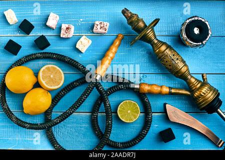 Le narguilé. Le tabac avec saveur citron et lime. Vue d'en haut Banque D'Images