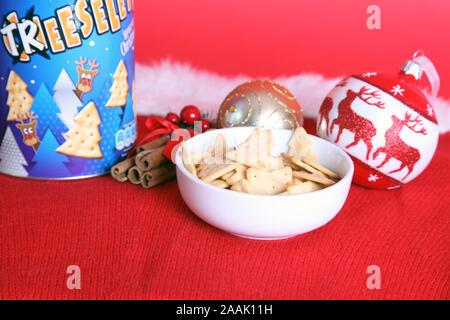 Edition 2019 Treeselets Jacobs, en forme d'arbre de Noël / chips crackers, basé sur Cheeselets Banque D'Images