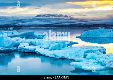 Lagon jökulsárlón, glacier en arrière-plan, l'Islande
