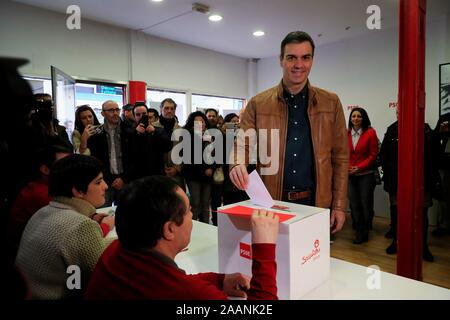 Le Premier ministre espagnol Pedro Sanchez voix lors de la votation pour le gouvernement de coalition avec Unidas Podemos pour faire un nouveau gouvernement à Pozuelo de Alarcon, Madrid, Espagne le 23 novembre 2019. L'EFE/Fernando Alvarado Banque D'Images