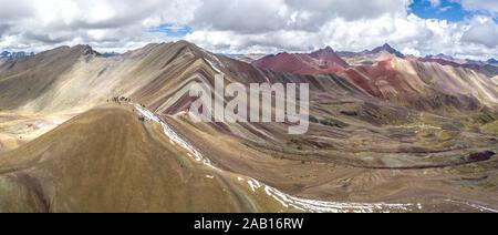 Vue panoramique aérienne Pérou Montagne arc-en-ciel Banque D'Images