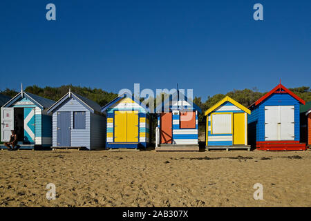 L'Australie, Victoria, Melbourne, 12 avril. 2019 - La plage de Brighton dispose de 82 zones de baignade colorés qui sont l'une des icônes touristiques de Melbourne. B