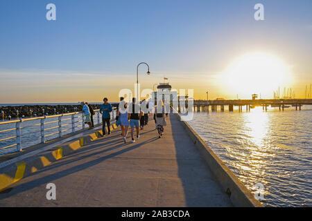 L'Australie, Victoria, Melbourne, 12 avril, 2019 - St Kilda pier. St Kilda est essentiellement une zone de riches populaires parmi les jeunes, professionnels de l'urbanisme, art.