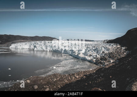 Le Groenland, Eqip Sermia, Eqi Glacier au Groenland La baie de Disko. Le matin, une excursion en bateau sur la mer arctique, de la baie de Baffin, le vêlage des glaciers. Des brise-glace