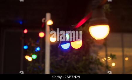 Ampoules colorées sur la chaîne Banque D'Images