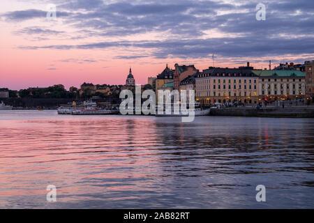 Au cours bleu crépuscule heure de Stockholm, Stockholm, Suède, Scandinavie, Europe Banque D'Images