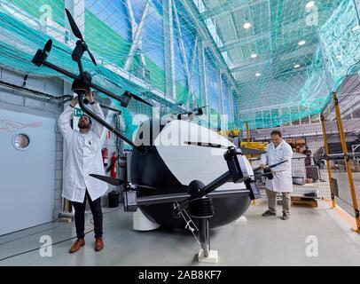 Pour les déplacements urbains Aerotaxi, prototype conçu pour le transfert d'une personne, de façon autonome, en milieu urbain des distances de 15 kilomètres, la recherche de drones Banque D'Images