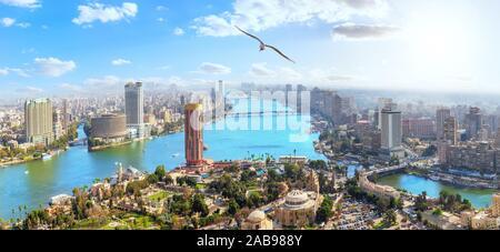 Le centre-ville du Caire moderne, vue sur le Nil depuis la tour de télévision, de l'Égypte. Banque D'Images