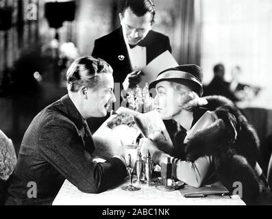 Bref moment, à partir de la gauche, l'avant, Gene Raymond, Carole Lombard, 1933