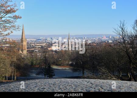 Une vue de Queen's Park dans la ville de Glasgow sur un matin ensoleillé au-dessous de zéro en Ecosse, Royaume-Uni, Europe Banque D'Images