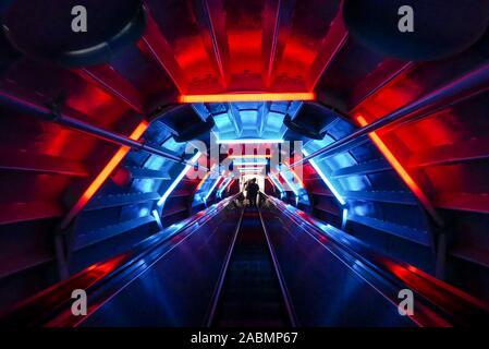 Belgique, Bruxelles: l'Atomium, un bâtiment historique a l'origine construit pour l'Exposition Universelle de Bruxelles de 1958 (Expo 58). L'intérieur (utilisation éditoriale uniquement)
