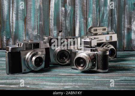 Une collection de vieux appareils-photo de film Banque D'Images