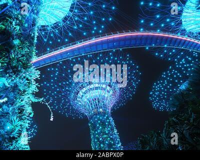 Voir regardant les Supertrees colorés pendant la nuit encore de voyants indiquent dans les jardins, près de la baie de Singapour Banque D'Images