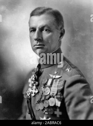 Billy Mitchell, 1920 - William Lendrum Mitchell (Décembre 29, 1879 - février 19, 1936) était un général qui est considéré comme le père de l'United States Air Force
