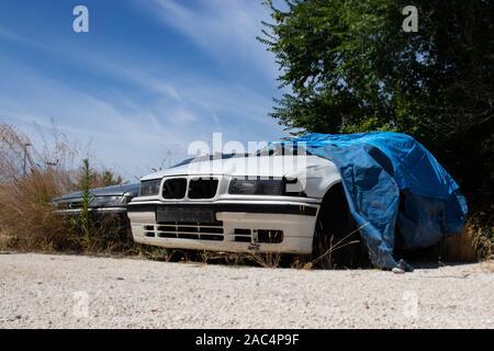 La casse BMW E36 blanc en ruine Banque D'Images