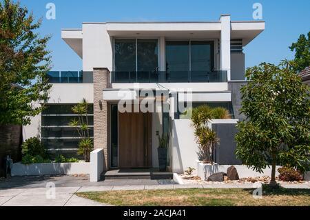 Nouvelles maisons modernes crûment dans une banlieue sud de Melbourne, Australie Banque D'Images