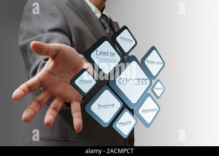 L'homme d'affaires succès montre organigramme Banque D'Images