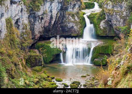 Cascade de la Billaude, Vaudioux, Jura (39), Bourgogne-Franche-Comte, France. La rivière Lemme 28 m en 2 sauts successifs pour former la cascade
