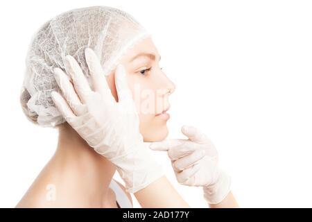 Personne méconnaissable dans les gants toucher girl#39;s visage
