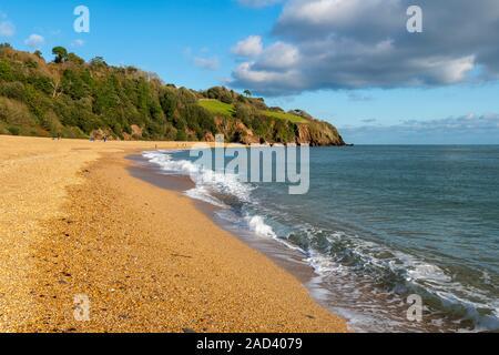 La belle plage des Sables bitumineux Blacpool près de Dartmouth dans le sud du Devon UK Banque D'Images