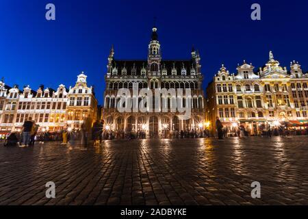 Grand Place à Bruxelles la nuit, Belgique