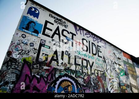 BERLIN, ALLEMAGNE - 25 MAI 2018: une vue de la célèbre East Side Gallery à Berlin, une galerie en plein air sur le reste de l'historique mur de Berlin Banque D'Images